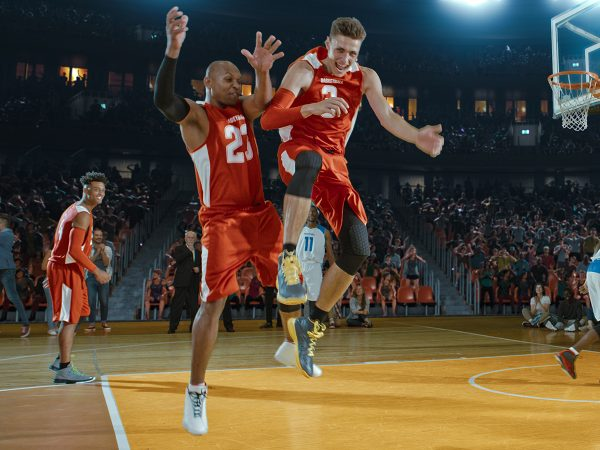 Williamson Shines Late In NBA Debut